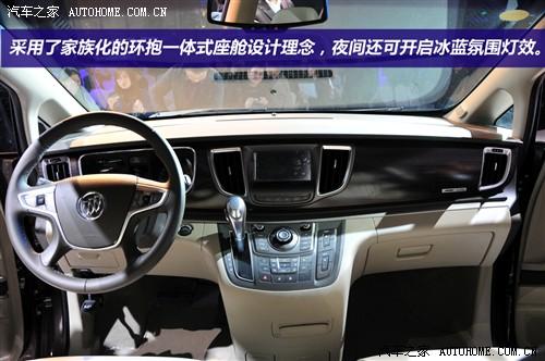 内饰方面,全新别克gl8豪华商务车的最大特色就是采用了家族化的环抱