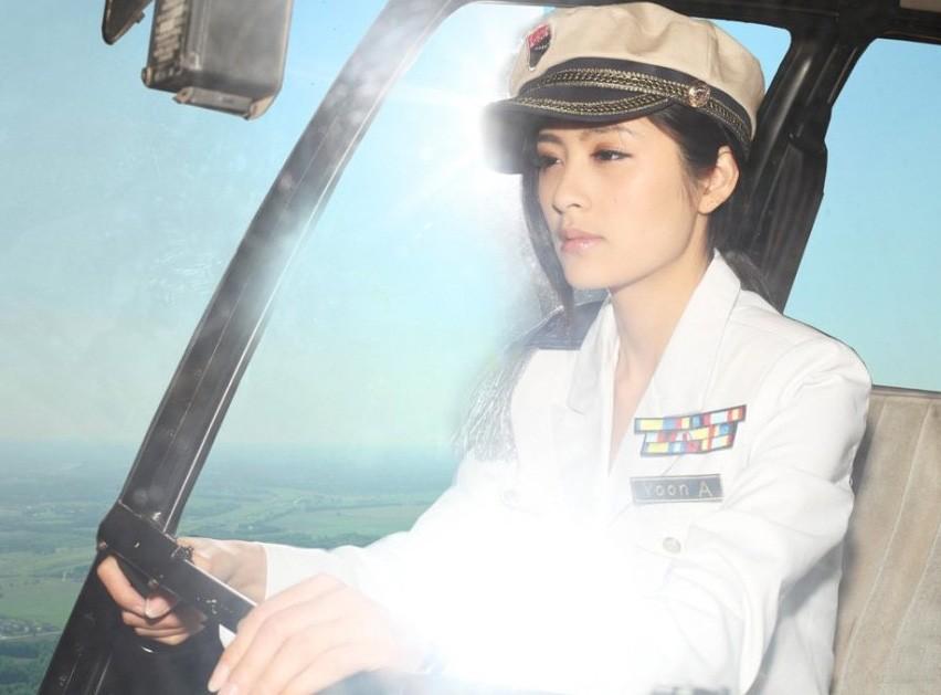 白色飞机师制服,诱惑难挡