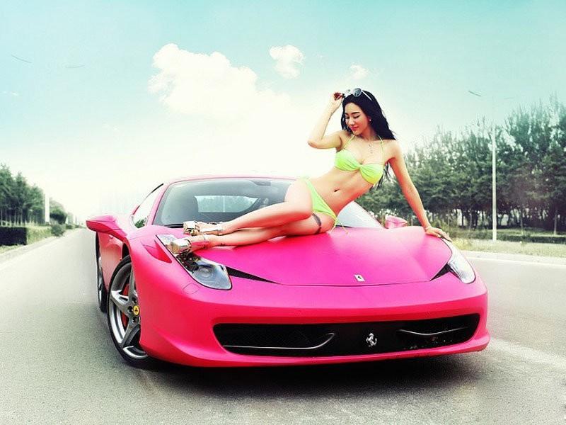 性感迷人妖姬凹凸身材车模与法拉利激情缠绵高清图片