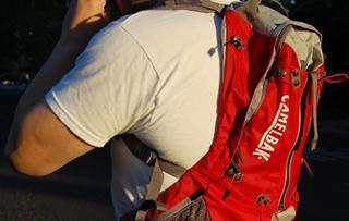 BITE DOWN RUN FREE CAMELBAK 18X背包