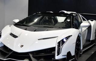 牛王驾到 实拍兰博基尼Veneno Roadster