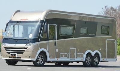 奢华的家庭用车 实拍德福环球旅行者7850-2DBM房车