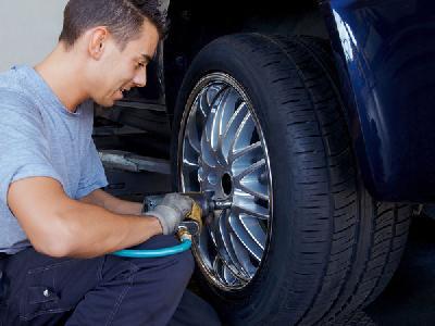 关键时刻不求人 掌握要点换轮胎很容易