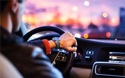 驾驶学堂:自动变速器无法加挡怎么办?