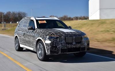 家族SUV大哥大 宝马X7官方预告图发布