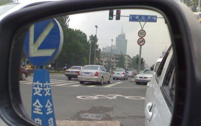新车学会调整座椅和反光镜 避免驾车危险