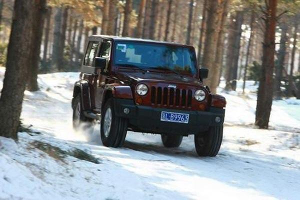 雪天路滑我喜欢Jeep带您征服冰雪路面