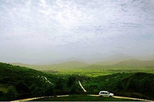 松鸣岩景区外的田野 不管是盘山公路还是高原,这些