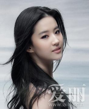 23岁就成为芭莎最年轻的封面女郎的刘亦菲总给人一种充满灵气的