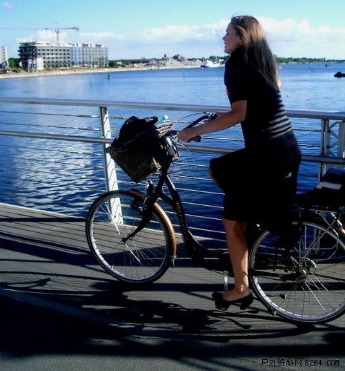 徒步骑行的快乐 丹麦美女最爱自行车_SUV联合